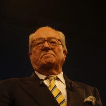 Le Pen à l'article de la mort : «Maréchal me voilà»