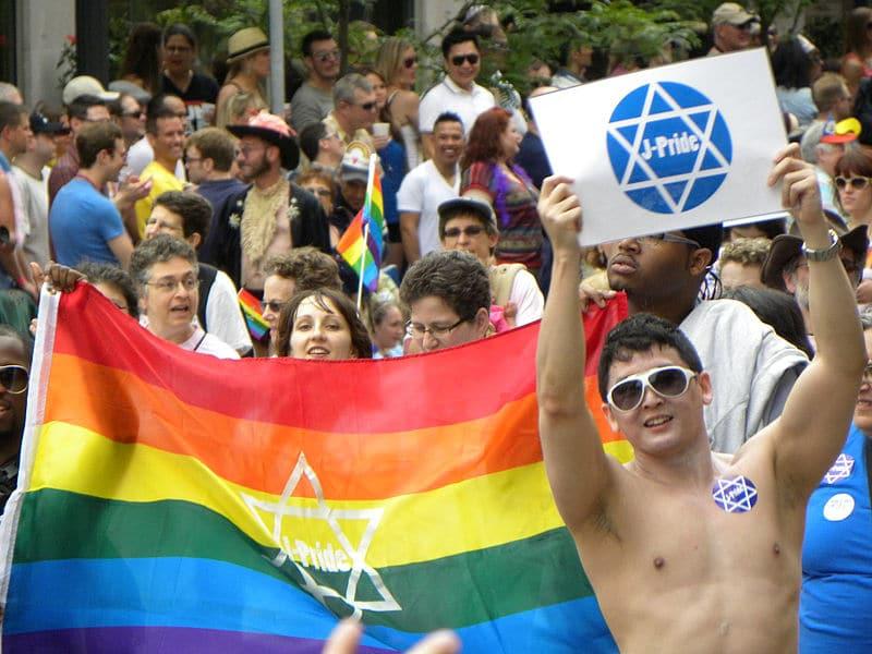 Coming-out : un homosexuel avoue à ses parents qu'il est juif