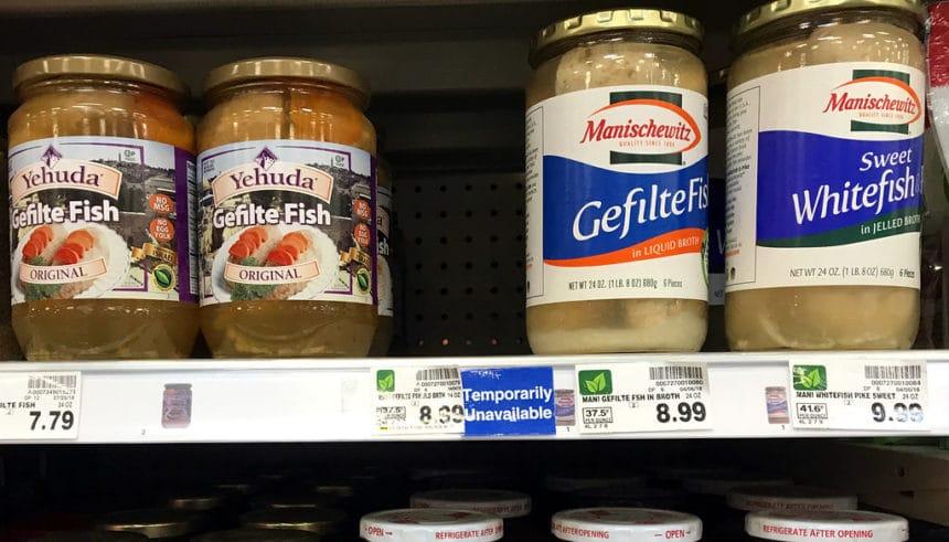 Gérald Darmanin contre les «nourritures communautaires» après avoir mangé du gefilte fish